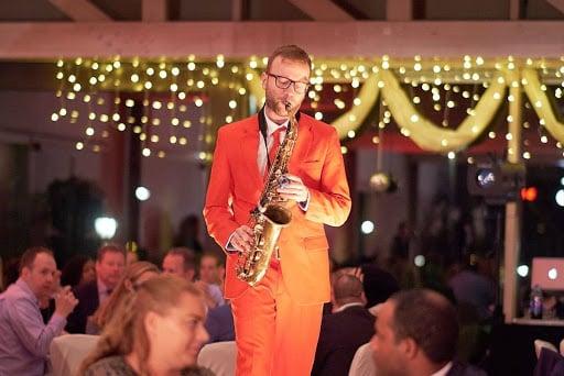 Saxofonist bedrijfsevenement
