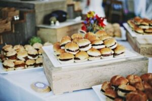 23 yummy wedding burger ideas and ways to display them5 500x333 1
